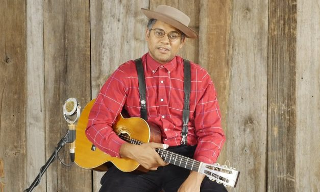 "Dom Flemons ""Steel Pony Blues"", ""He's A Lone Ranger"", and ""Black Woman"" Live at Elderly Instruments"