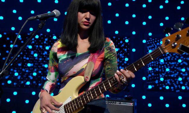 Khruangbin – Maria Tambie?n (Live on KEXP)