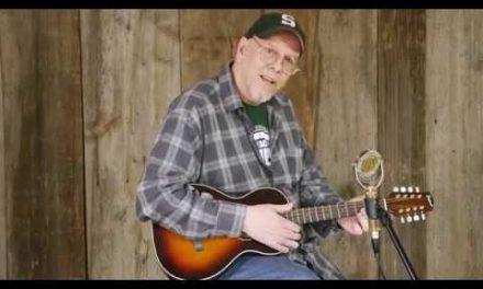 Side by Side Comparison: Pono Flat-Top Octave Mandolins | Elderly Instruments