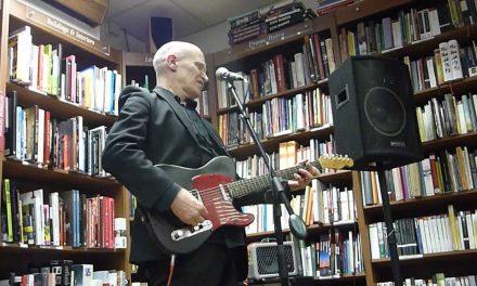 Wilko Johnson Demonstrates His Guitar Technique 9.7.12