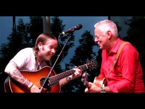 "Tommy Emmanuel and Billy Strings, Incredible Jam! ""Workin' Man Blues,"" Grey Fox 2019"